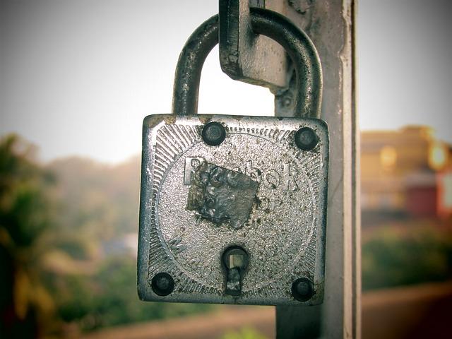 zamčený zámek