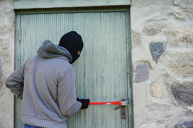 maskovaný zloděj