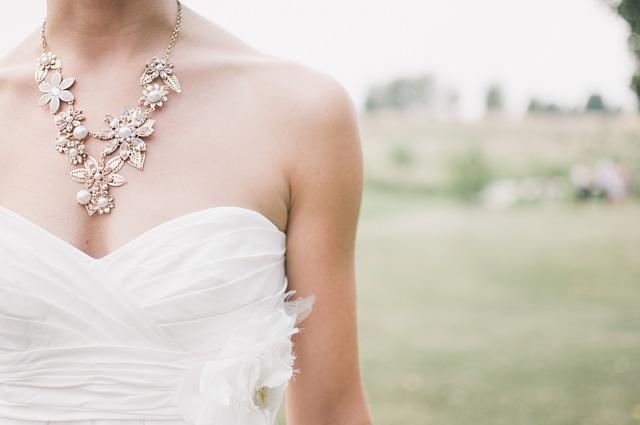 nevěsta se šperky