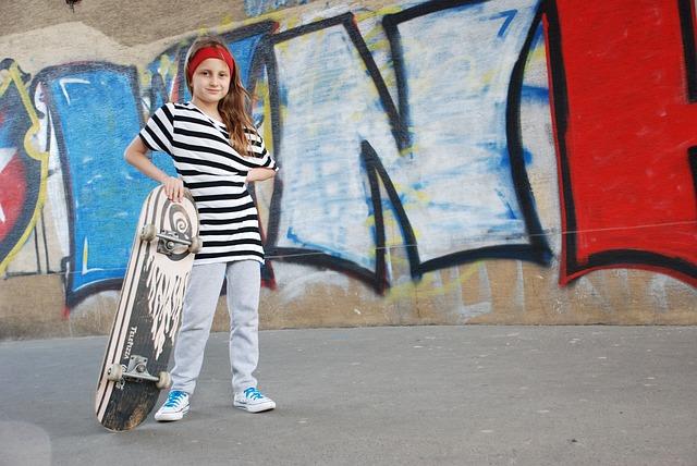 holka se skateboardem