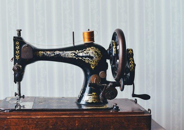 Starý šicí stroj
