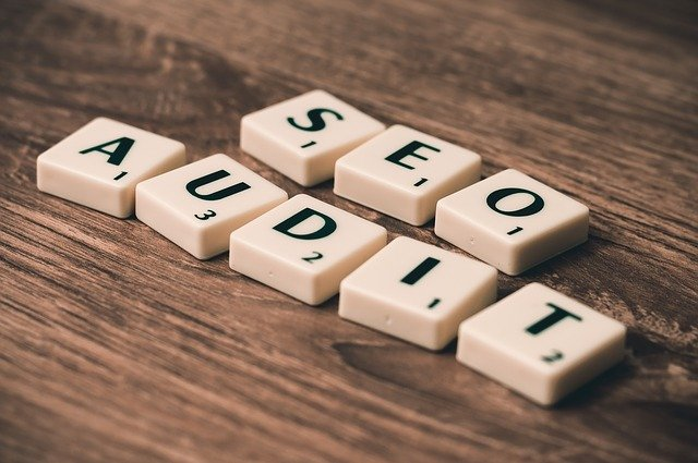 scrabble nápis SEO audit